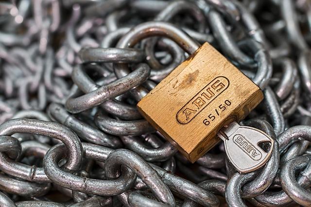zámek na řetězu