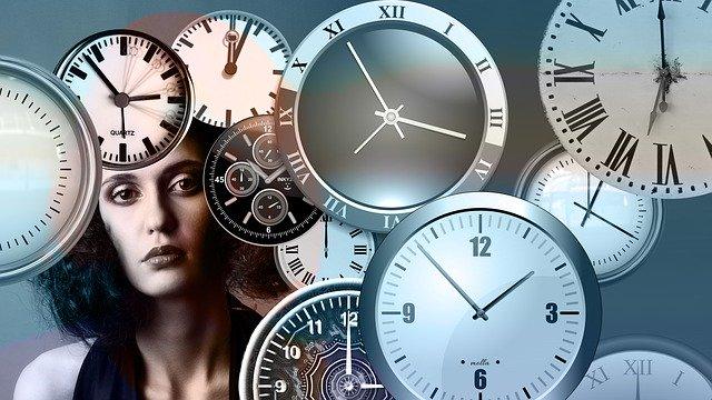 různé ručičkové hodiny